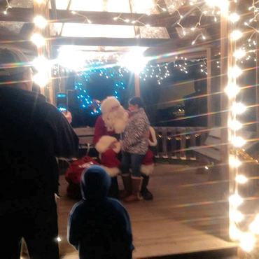 Photo os Santa with a young boy sitting on his lap